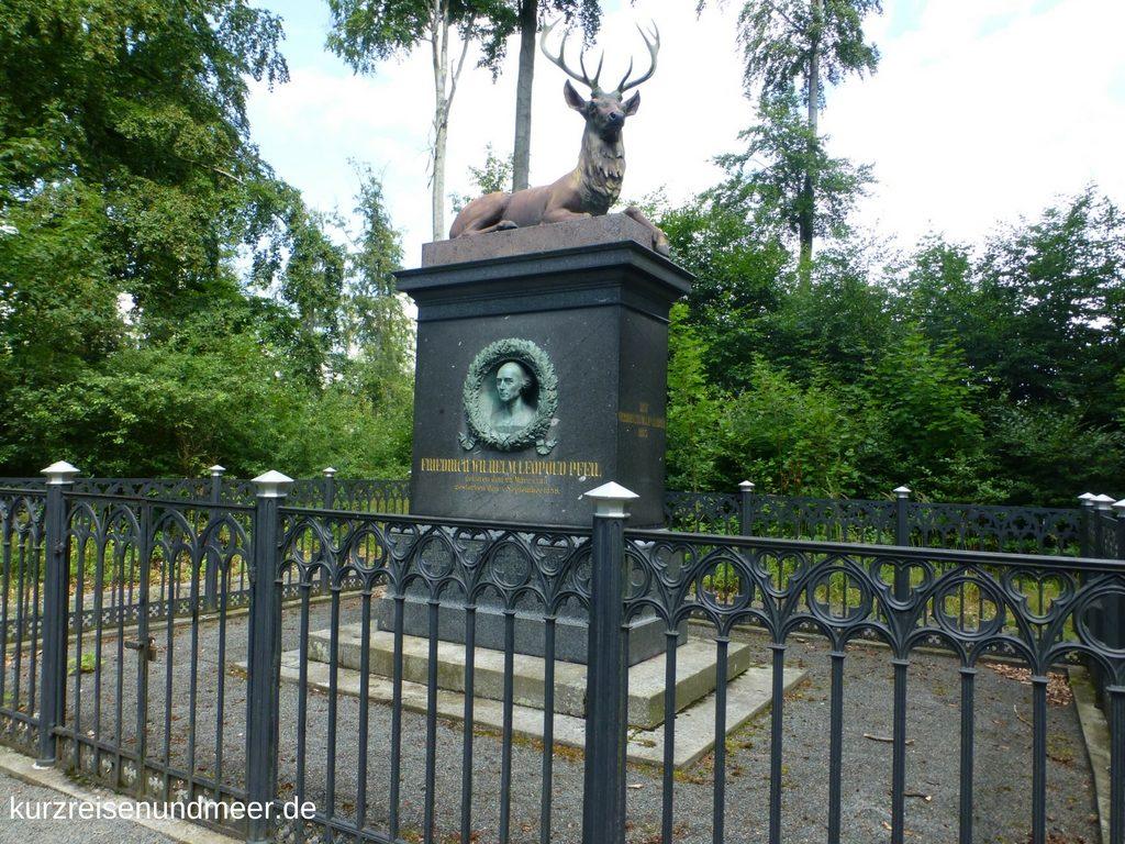 Das Bild zeigt den Gedenkstein für Wilhelm Pfeil