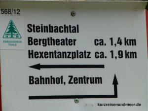 Wanderschild zum Bergtheater Thale im Harz