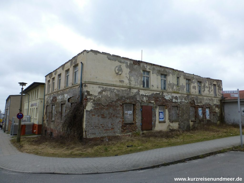 Eines der verlassenen und verfallenden Häusern in Sassnitz