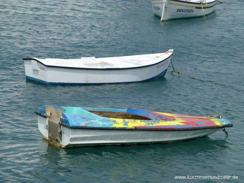 Ein altes Bötchen in der Lagune von Arrecife (Beitrag zur Foto-Blogparade)