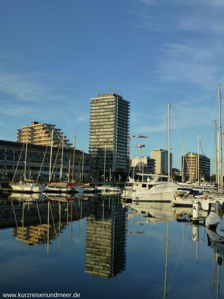 Blick auf den kleinen Stadthafen von Ostende
