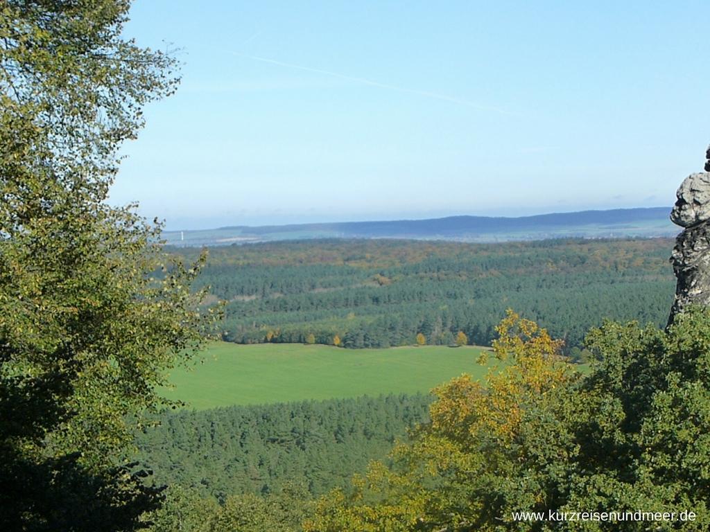 Der Blick ins Land vom Gelände der Burgruine Regenstein aus