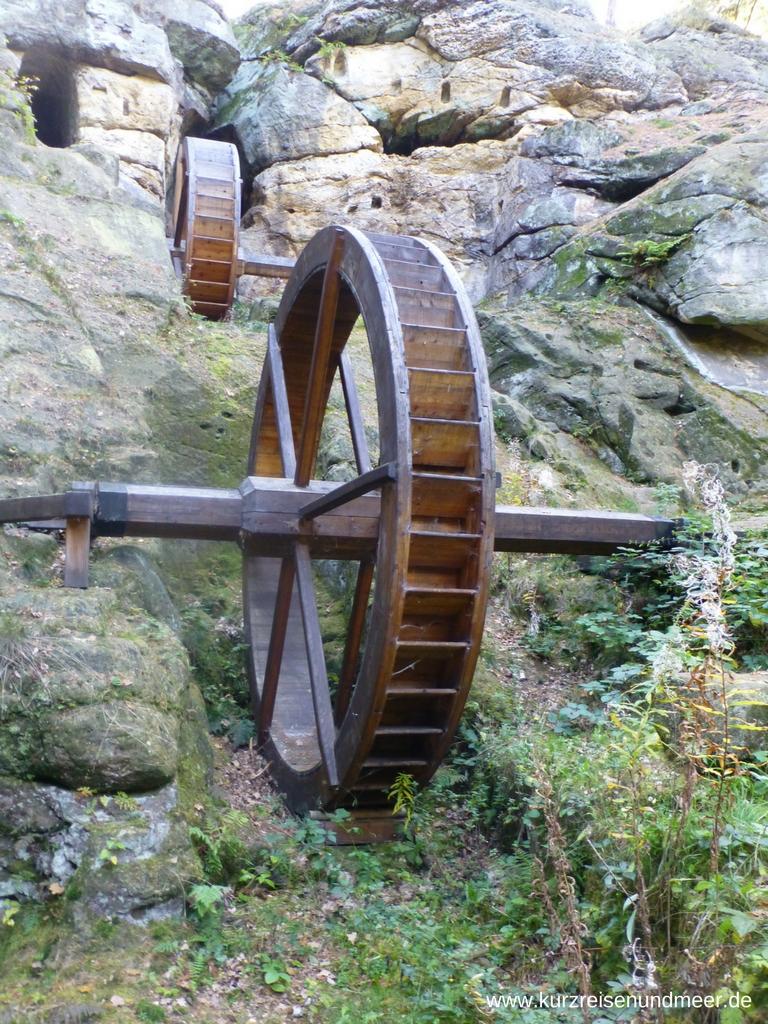 Die (rekonstruierten) Mühlräder der Regensteinmühle