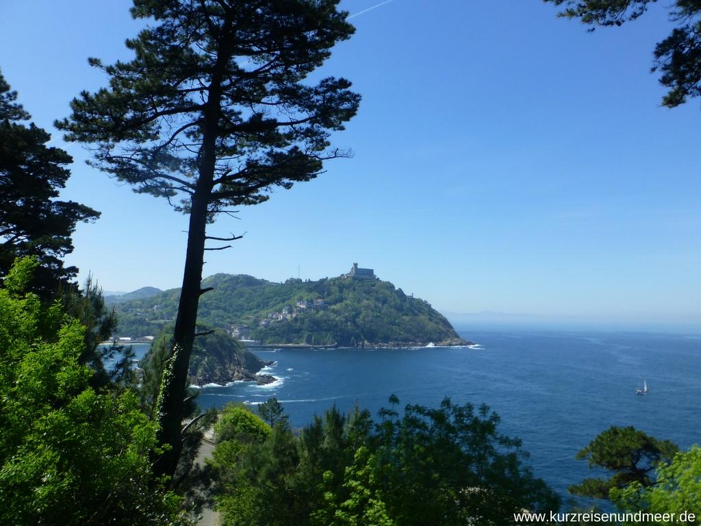 Blick vom Monte Urgull auf den Monte Igueldo