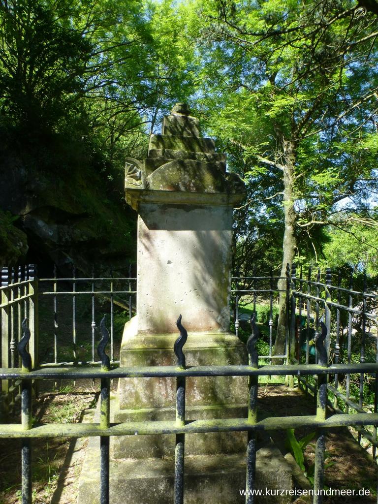 Grabmal auf dem Englischen Friedhof auf dem Monte Urgull