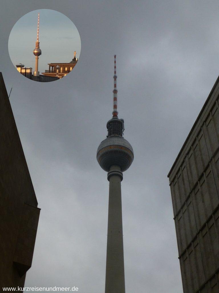 Berliner Fernsehturm mit der Kuppel, in deren Inneren sich ein Restaurant mit einem Rundumblick über Berlin befindet.