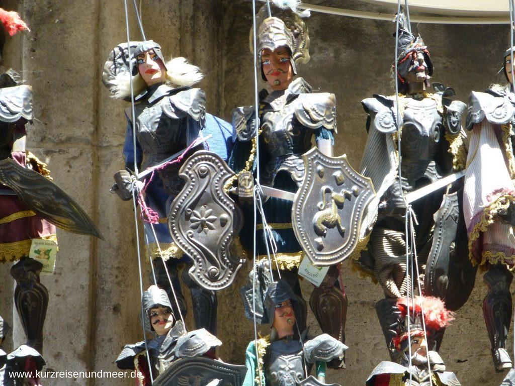 In Catania werden in vielen Läden Marionetten verkauft
