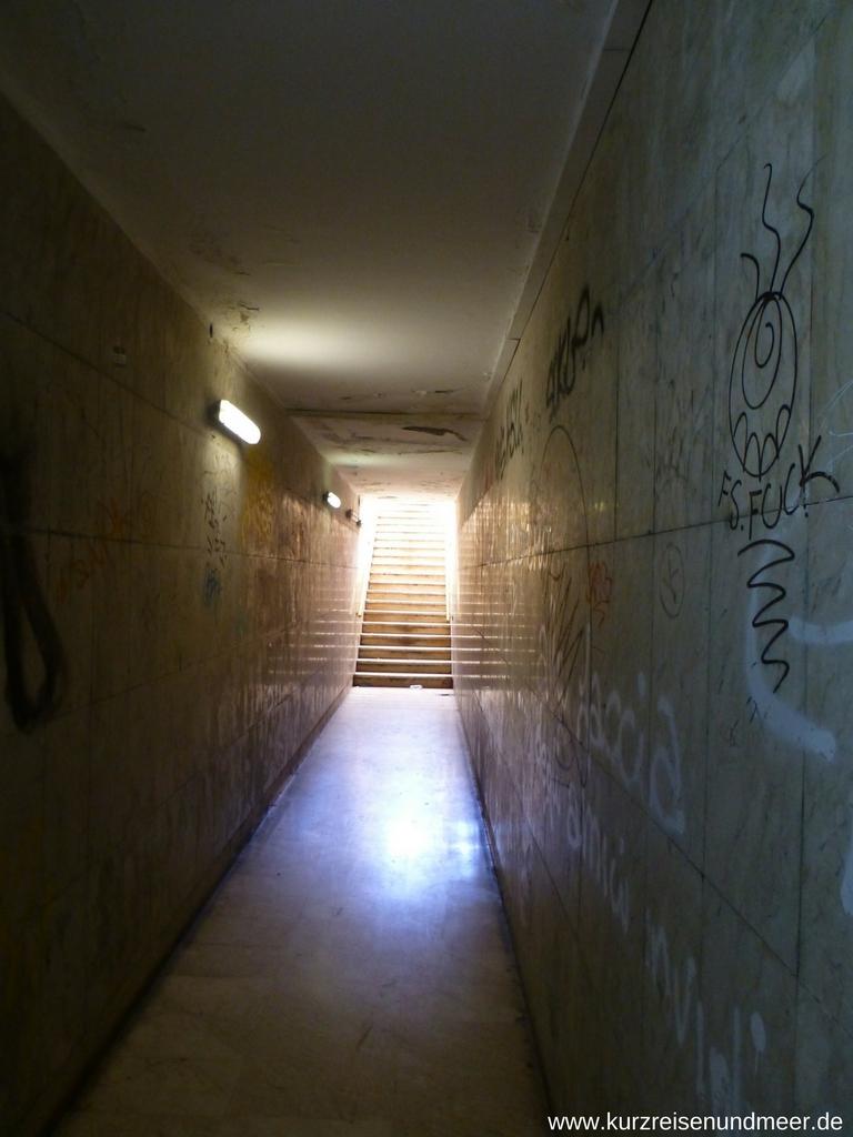 Zugang zur U-Bahn-Station in Catania