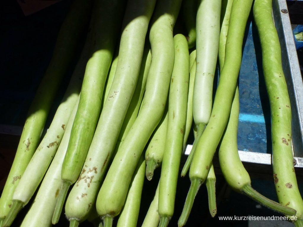 Dieses Gemüse sieht aus wie dünne, helle Zucchini? Aber was ist es?