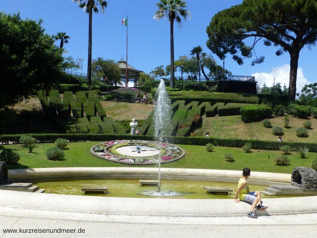 Blick auf den Hügel in der Villa Bellini