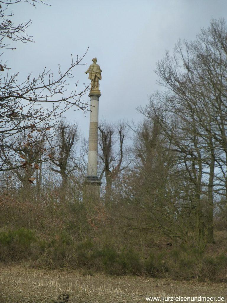 Aufgestellte rekonstruierte Statue von Freidrich Wilhelm I.