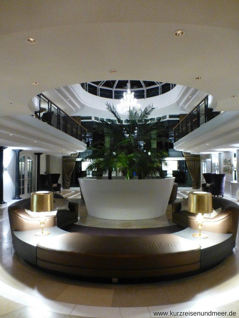 Lobby des Travel Charme Kurhaus Binz