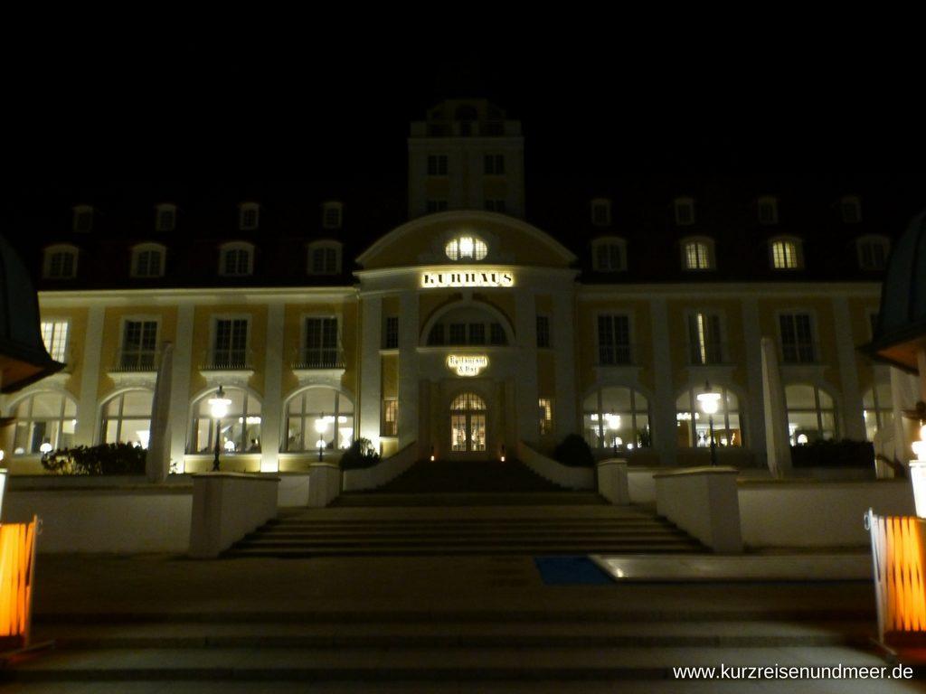 Travel Charme Kurhaus Binz bei Nacht