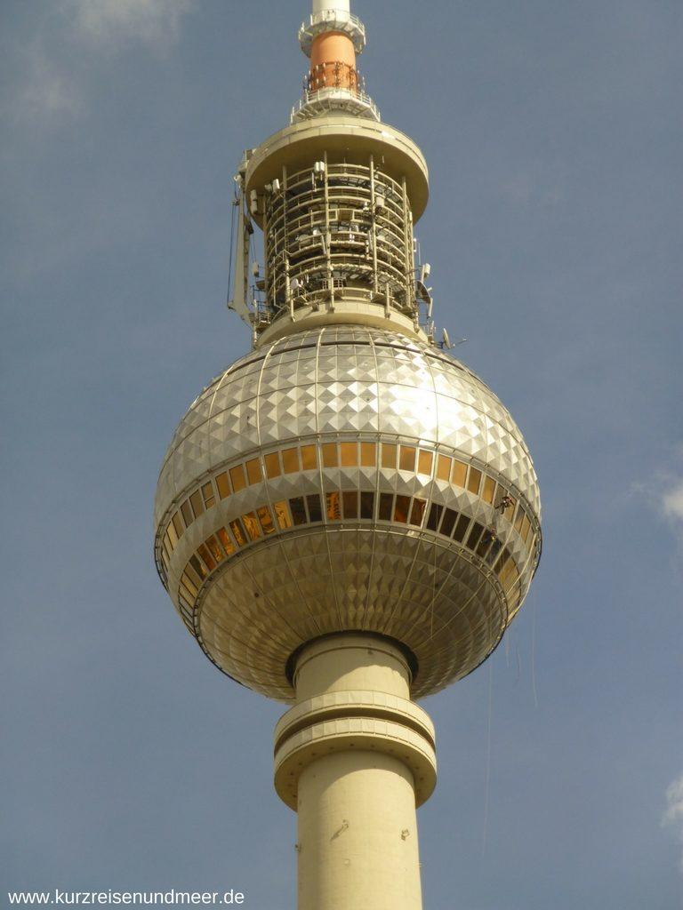 Der Berliner Fernsehturm von Nahem