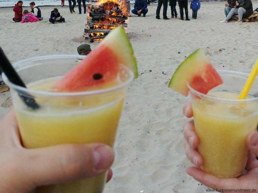 Cocktails vor dem Feuer