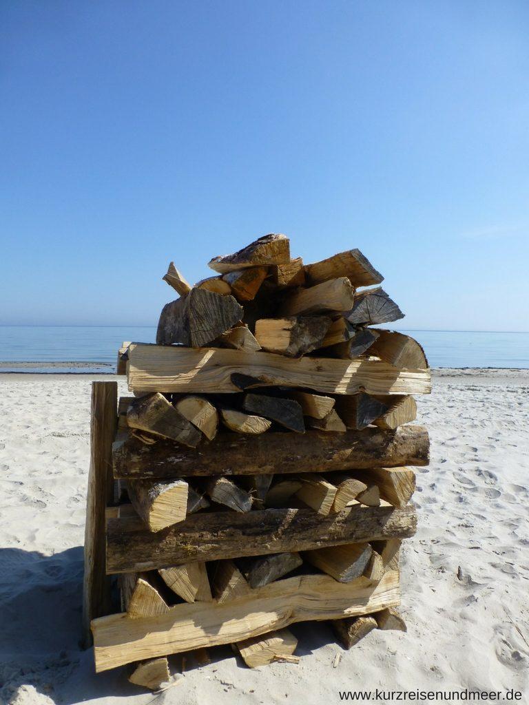 Holzstoss für die verschoeben Osterfeuer-Meile